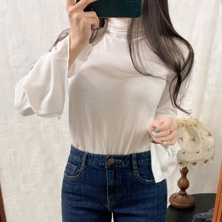 ROMANTIC MUSEBell Sleeve Turtleneck Top