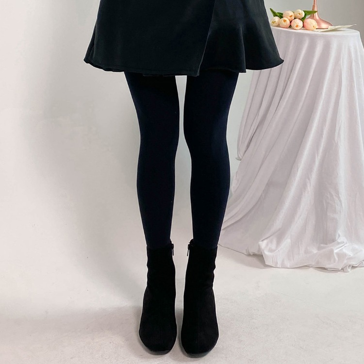 ROMANTIC MUSEBlack Tights