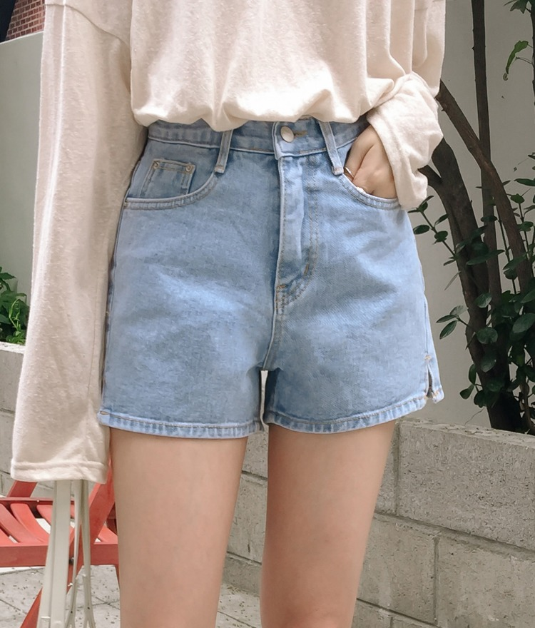 ESSAYSide Slit Denim Shorts