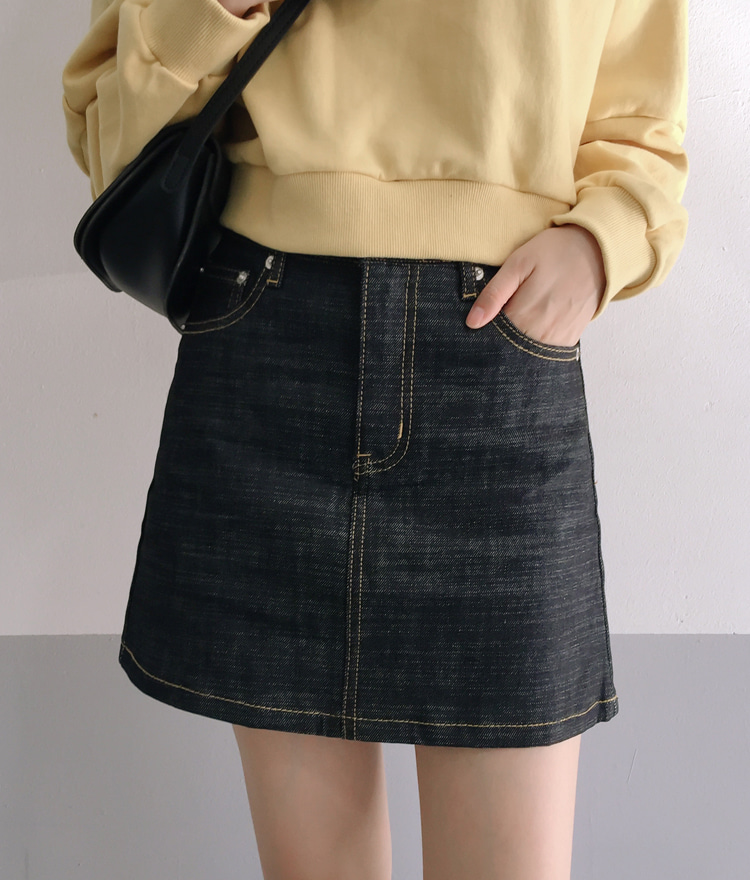 ESSAYBlack Denim Skirt