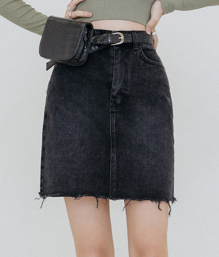 QUIETLAB  Frayed Hem Mini Denim Skirt