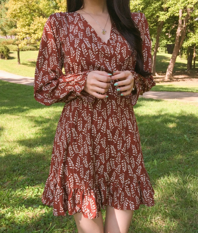 ROMANTIC MUSELeaf Print Mini Dress