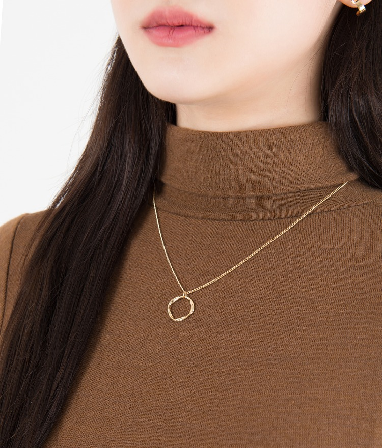 Hollow Ring Pendant Slim Chain Necklace