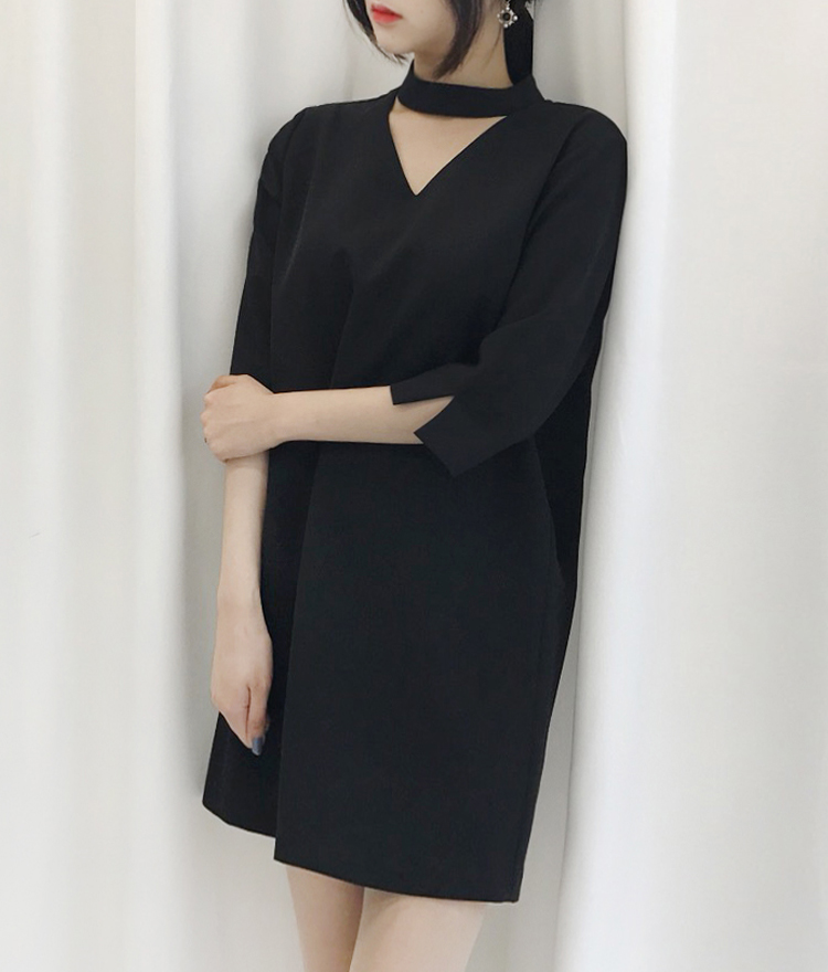 Choker Neck 3/4 Sleeve Shift Dress